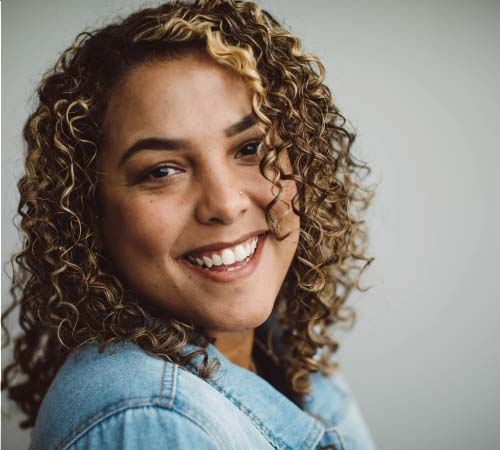 Picture of a woman smiling thanks to great cosmetic dentistry